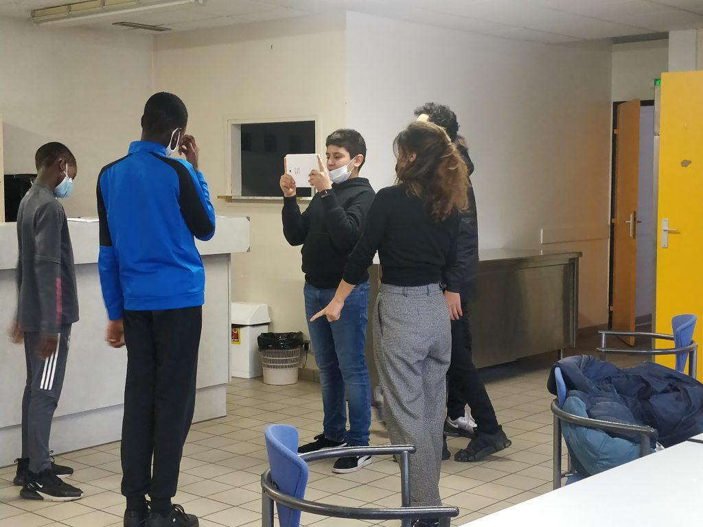 Photo des collègiens durant l'atelier