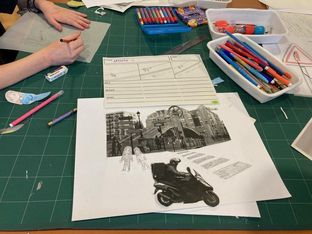 Les élèves dessinent et collent les éléments du film